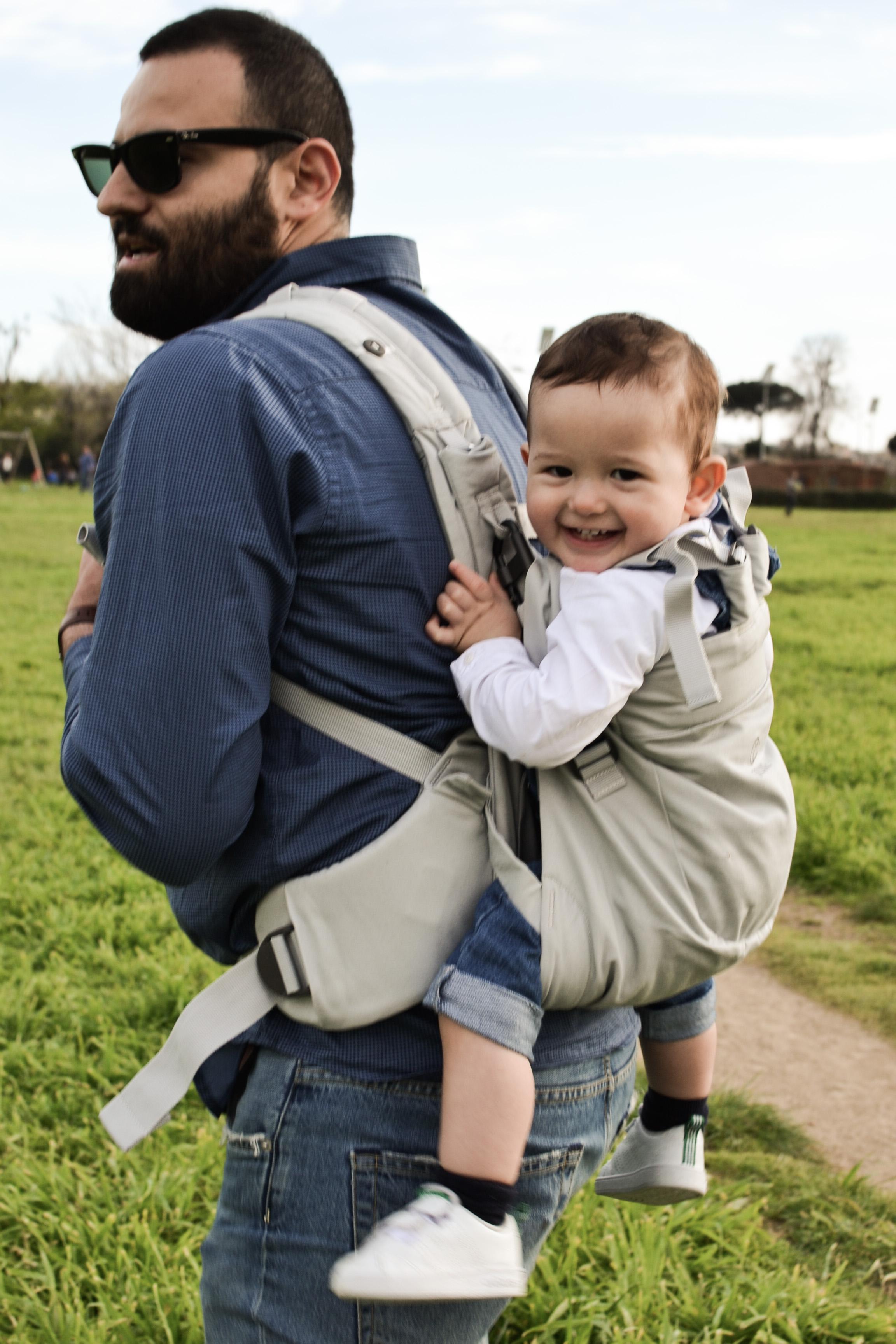 Sulle spalle di papà  Una giornata al parco per noi tre